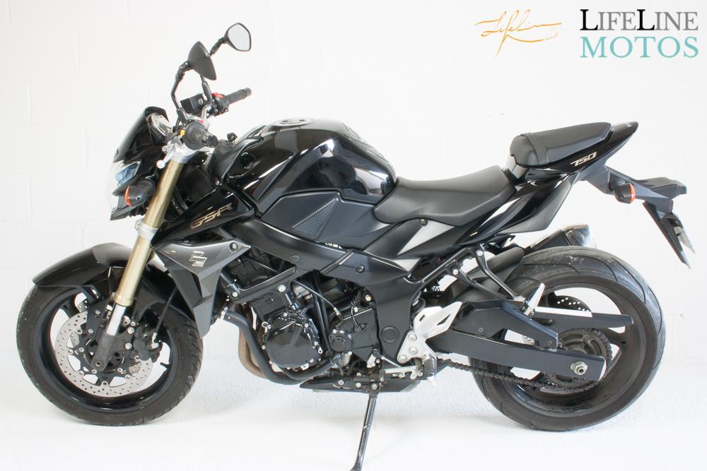 Suzuki GSR750 noire