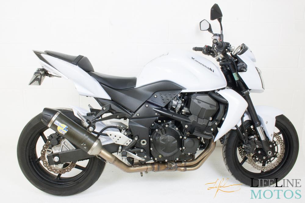 Kawasaki Z750 blanche 2012